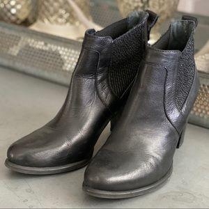 women's size 8.5 black leather UGG heel boots